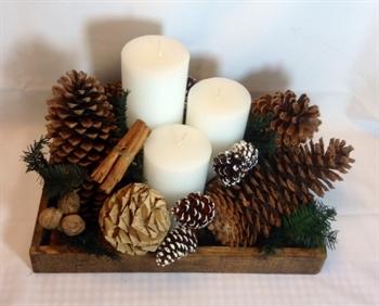 Navide os 09 elegante centro de mesa navide o con 3 velas for Centros de mesa navidenos elegantes
